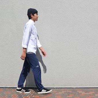 アルパインライトパンツを履いている男性