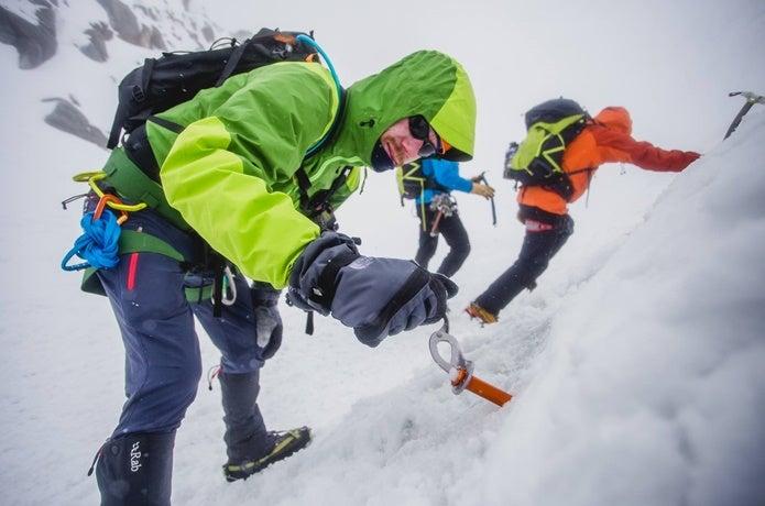 アークテリクスのハードシェルを着て雪山登山