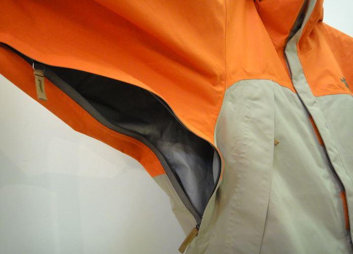 クライムライトジャケットのベンチレーション