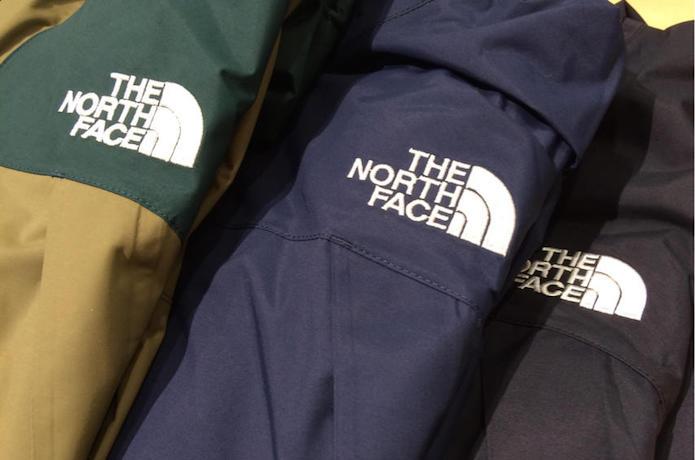 ドットショットジャケット胸元のロゴ