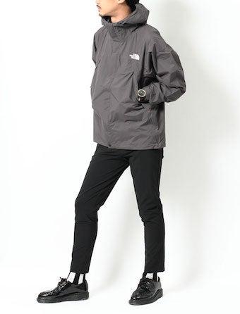 グレーのドットショットジャケットを着用したコーディネート