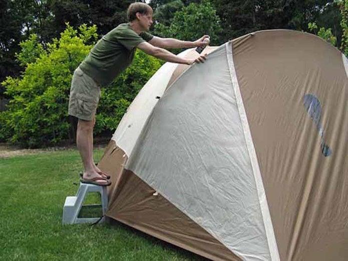 撥水スプレーをテントにする人