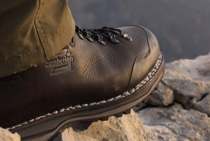 ザンバランの登山靴、足元