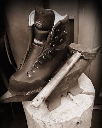 ザンバランの登山靴を作っている工程
