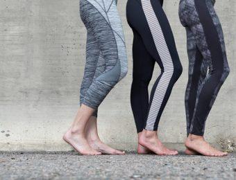 スポーツレギンスを履く3つ脚足