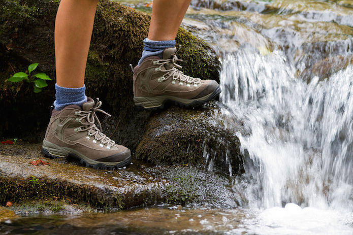 登山靴の正しい選び方をしてミドルカットを履く人
