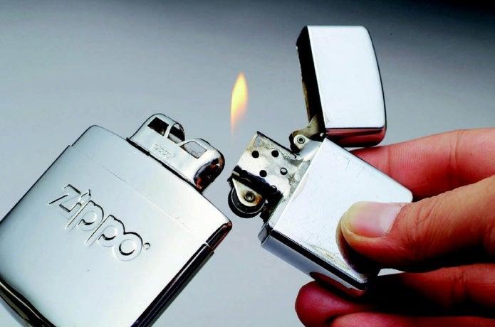 Zippoカイロに火をつける