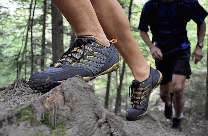 登山靴の正しい選び方をしてローカットをはく人