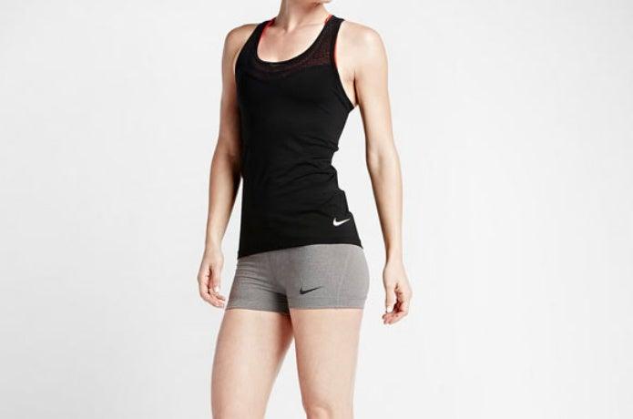 スポーツインナーを着ている女性