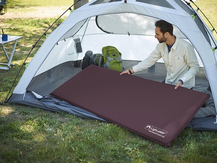 インフレーターマットをテントに入れる