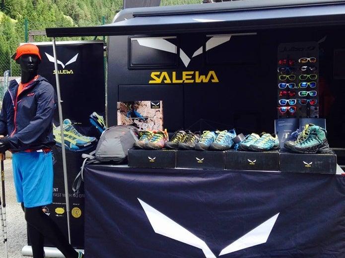 サレワの製品が多数並ぶ