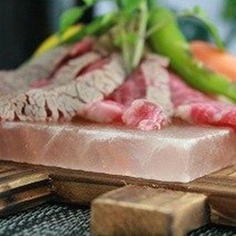 岩塩プレートでステーキ