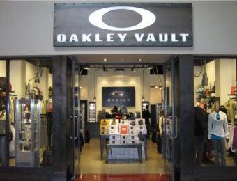 オークリーのアウトレット店舗外観