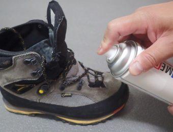 アメダスの防水スプレーを登山靴にかける