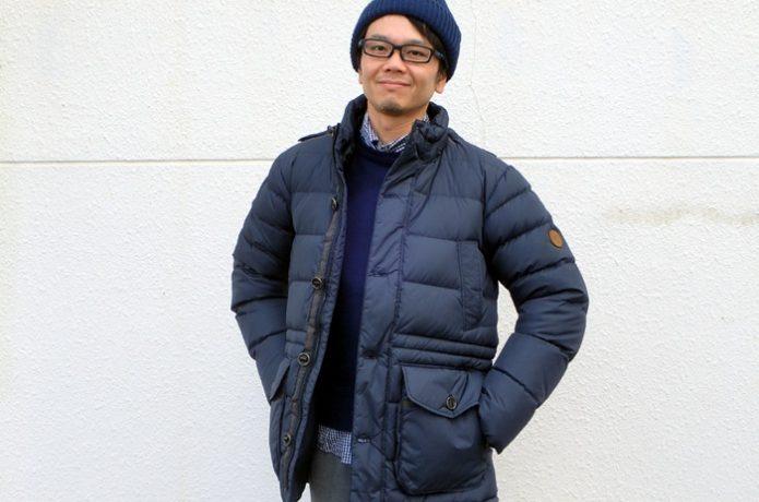 ダウンジャケットを着た男性