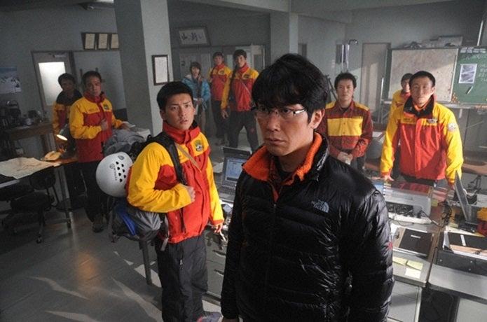 映画の岳の救助前のシーン