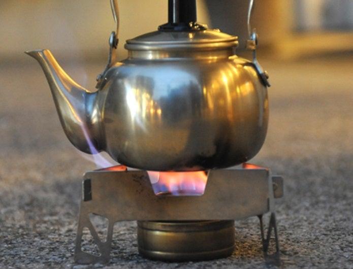 トランギアのアルコールバーナーでお湯を沸かす