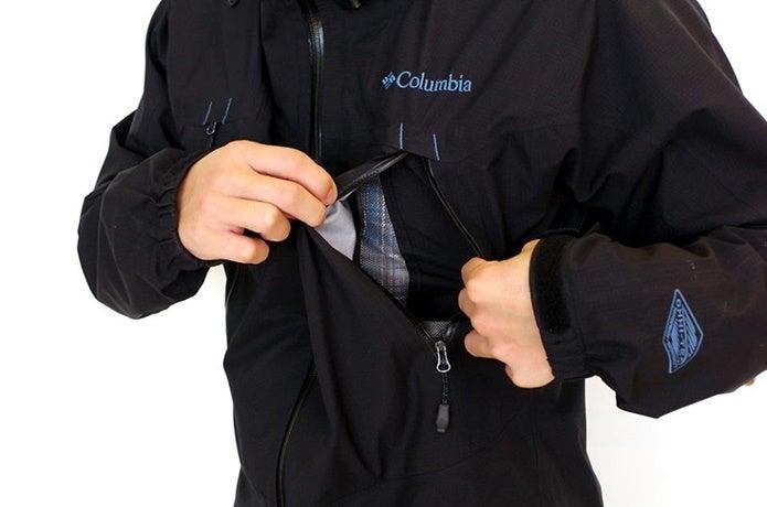 黒いコロンビアのジャケット