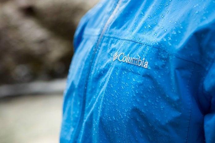 雨をはじくコロンビアのジャケット