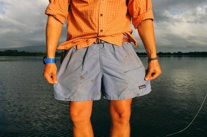 パタゴニアのパンツを履いた人