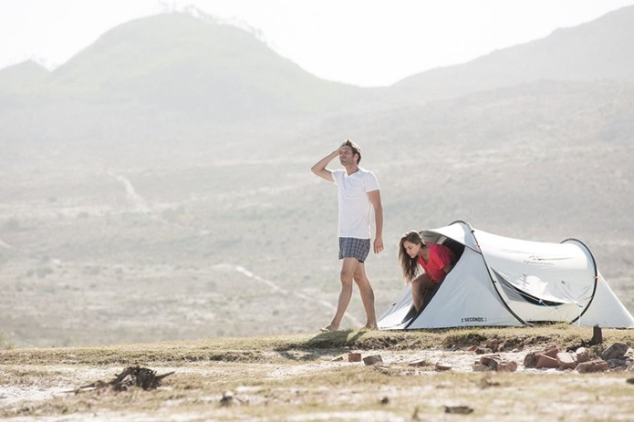 ケシュアのテントと男女