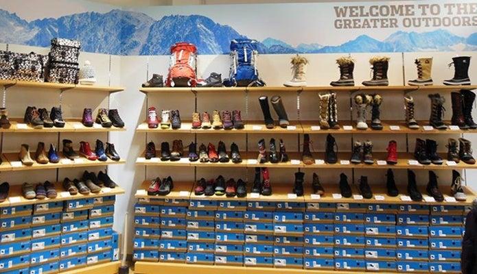 コロンビアアウトレットで見かけるブーツや靴