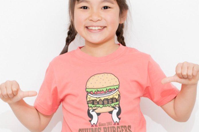 チャムスのキッズTシャツを着た女の子