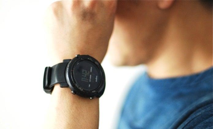 スント 黒の腕時計