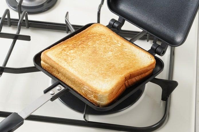 ホットサンドメーカーのおすすめを使って料理