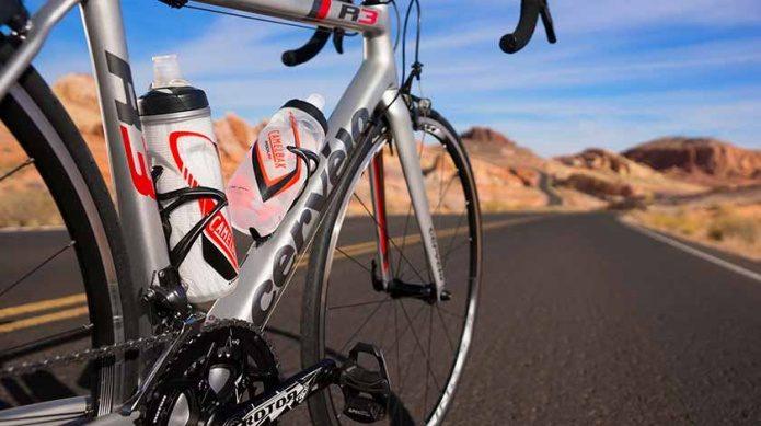 キャメルバックのボトルと自転車