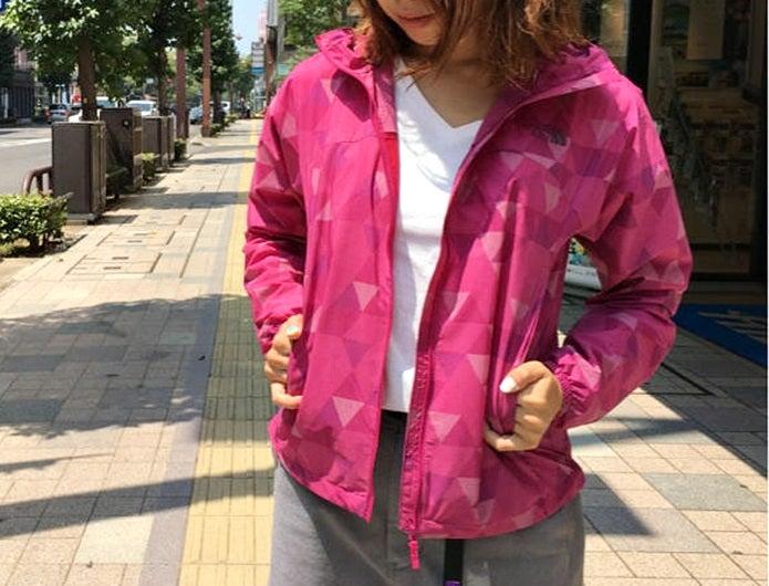 ノースフェイスのピンクのコンパクトジャケット