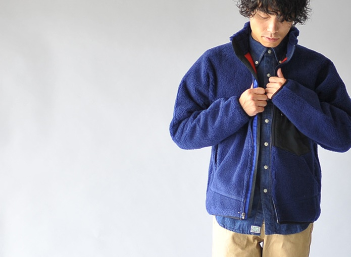 パタゴニアのジャケットの青色