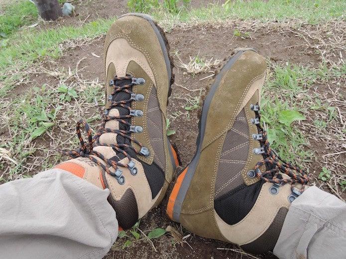 シリオの登山靴を履いてみてください