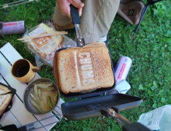 チャムスの直火ホットサンドメーカーでパンを焼く