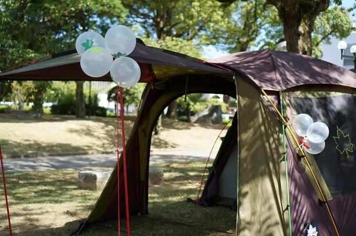 風船が飾られたロゴスのタープ