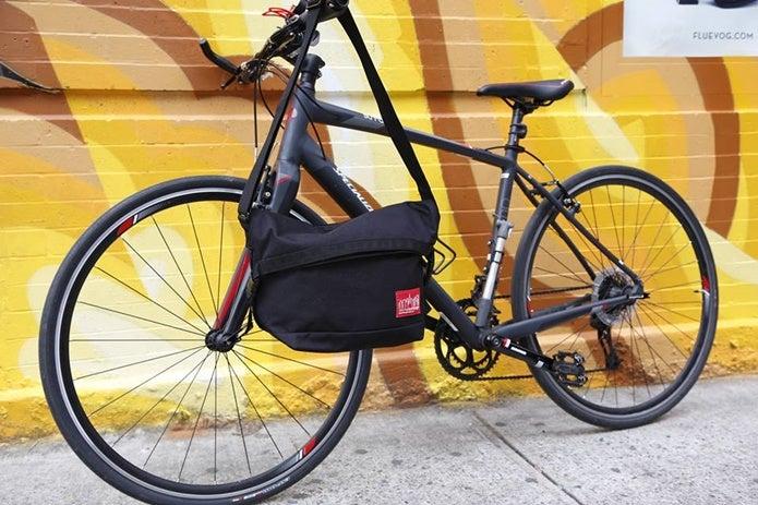 マンハッタンポーテージのメッセンジャーバッグと自転車