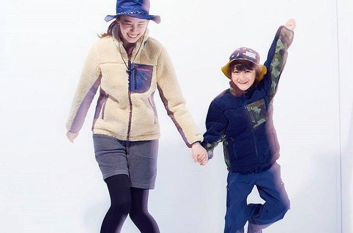フリースジャケットを着ている女性と子供