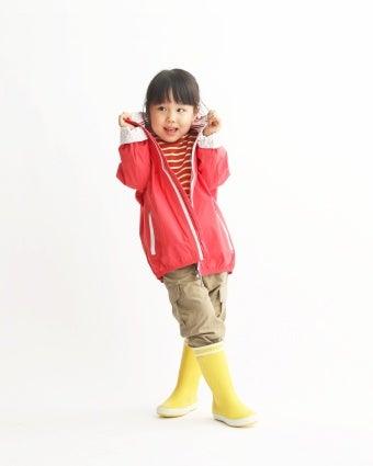 エーグルの黄色いショートブーツを履いた女の子