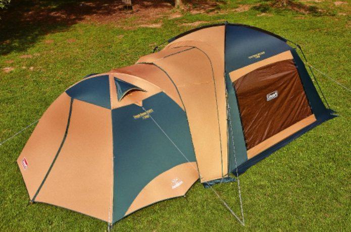 コールマンのタープとテントを連結している図