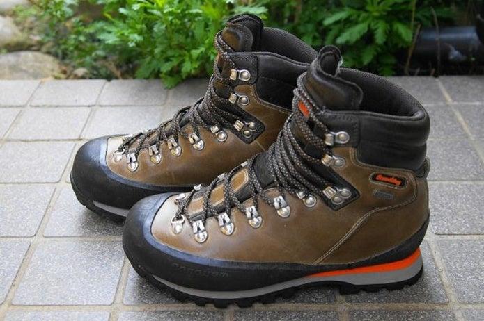 かっこいいキャラバンの登山靴