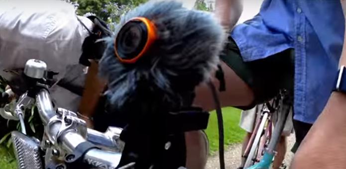 風よけをつけたパナソニックのウェアラブルカメラ