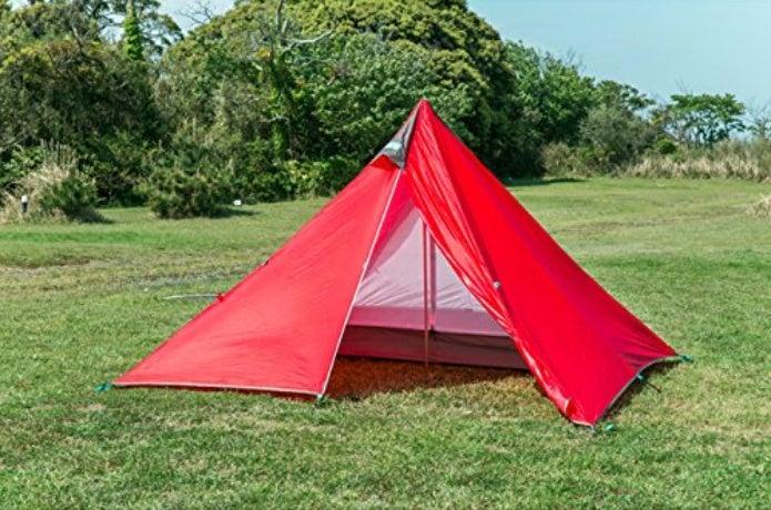 赤いモノポールテント