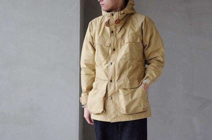 シエラデザインのウェアを着た男性