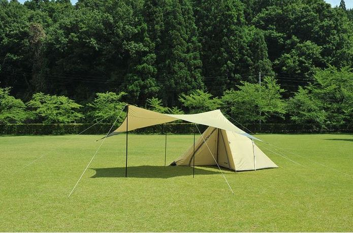 ユニフレームの白いテント