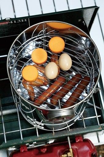 ウッドスモークで燻製料理を作る