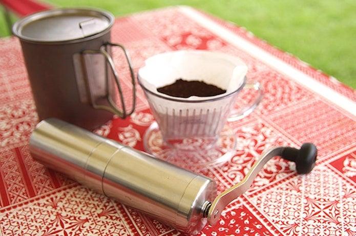 キャンプでコーヒーグッズを用意する