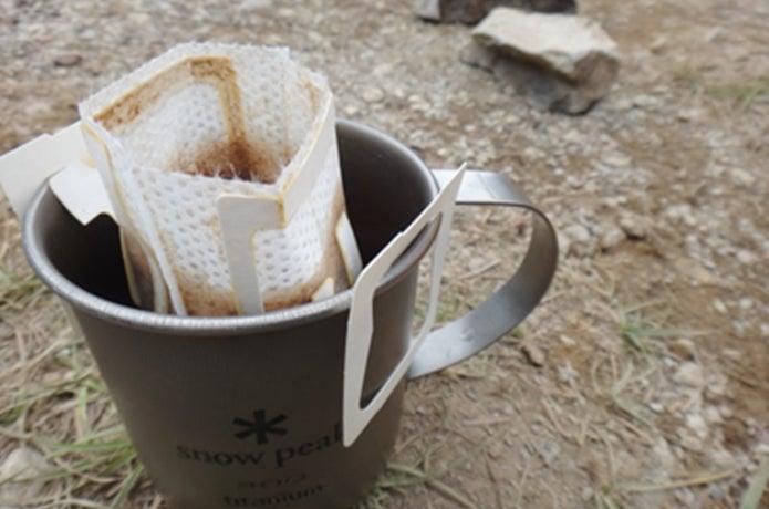 キャンプでインスタントコーヒーを淹れる