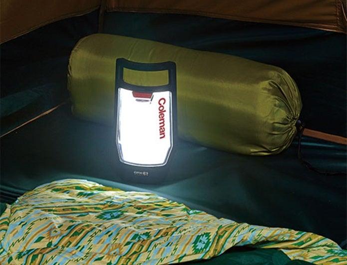 コールマンのLEDランタンをテント内で使用する