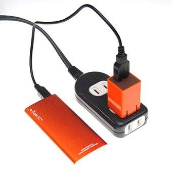 充電式カイロを充電中の図