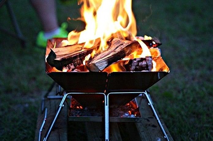 モノポールテントで焚き火